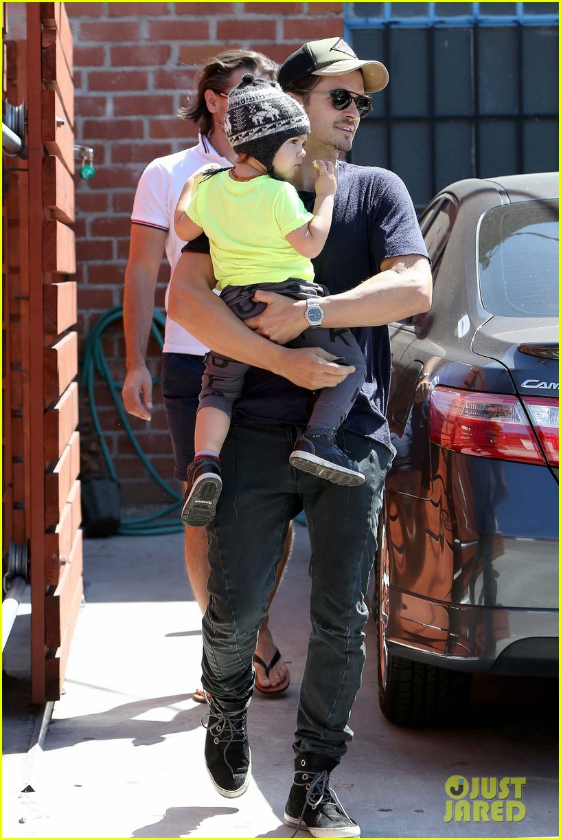 miranda kerr orlando bloom romp family outing 012847814