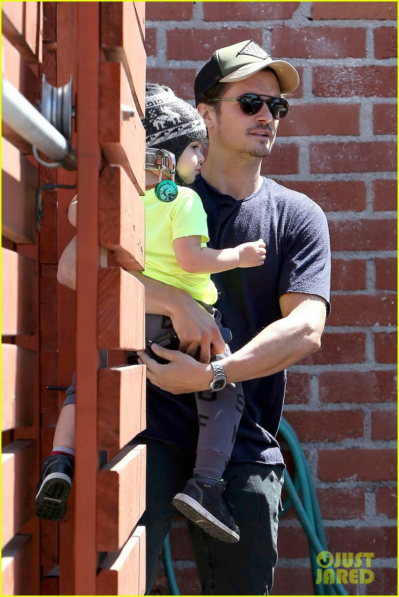 miranda kerr orlando bloom romp family outing 14