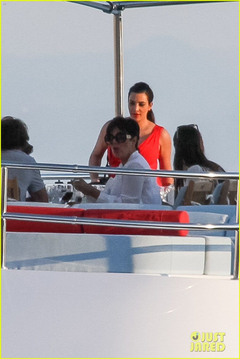 pregnant kim kardashian family boat ride in greece 022860187