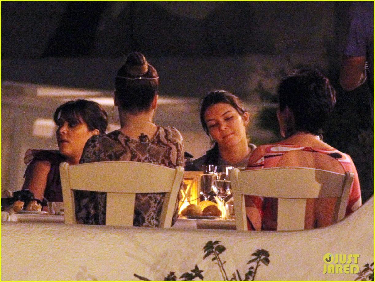 pregnant kim kardashian family boat ride in greece 182860203