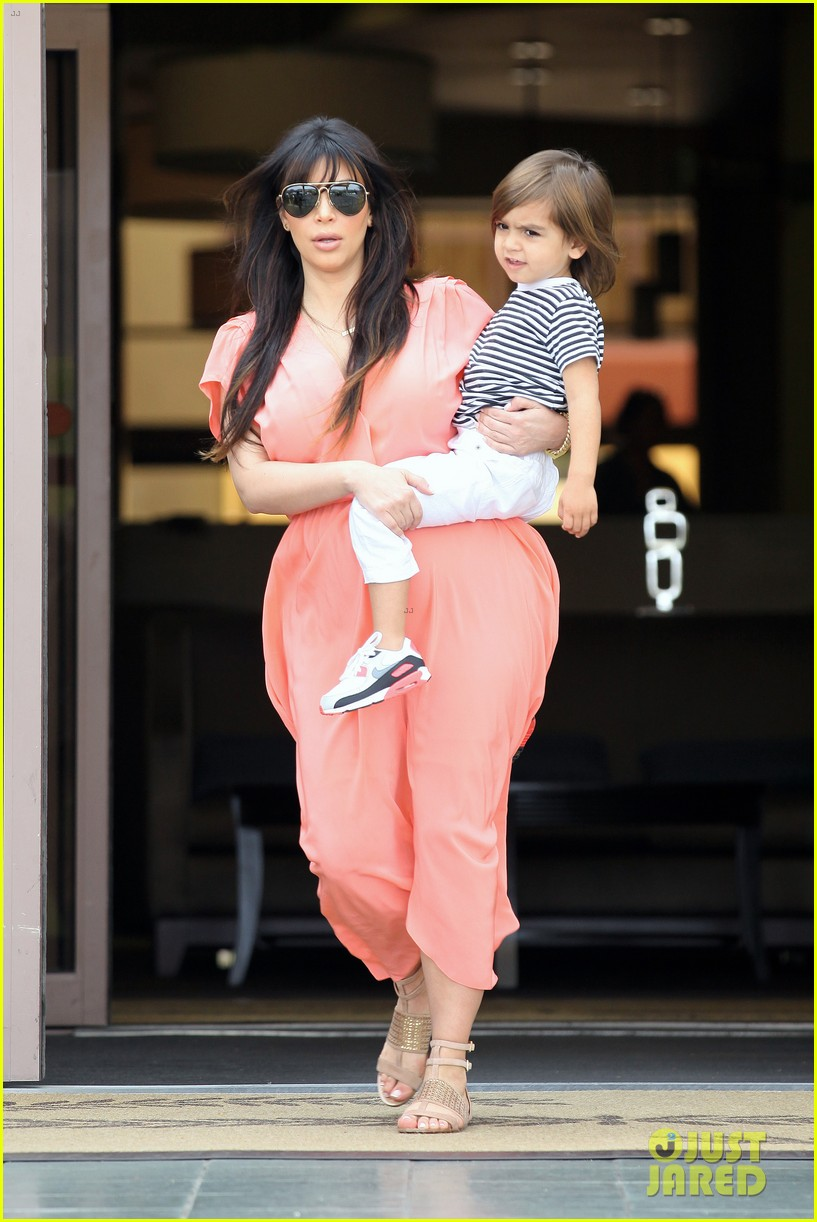pregnant kim kardashian sunday family church service 292844952