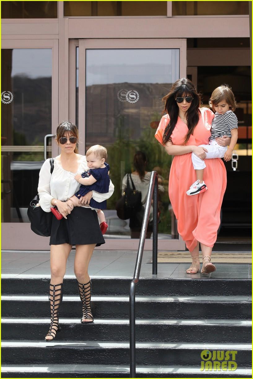 pregnant kim kardashian sunday family church service 32