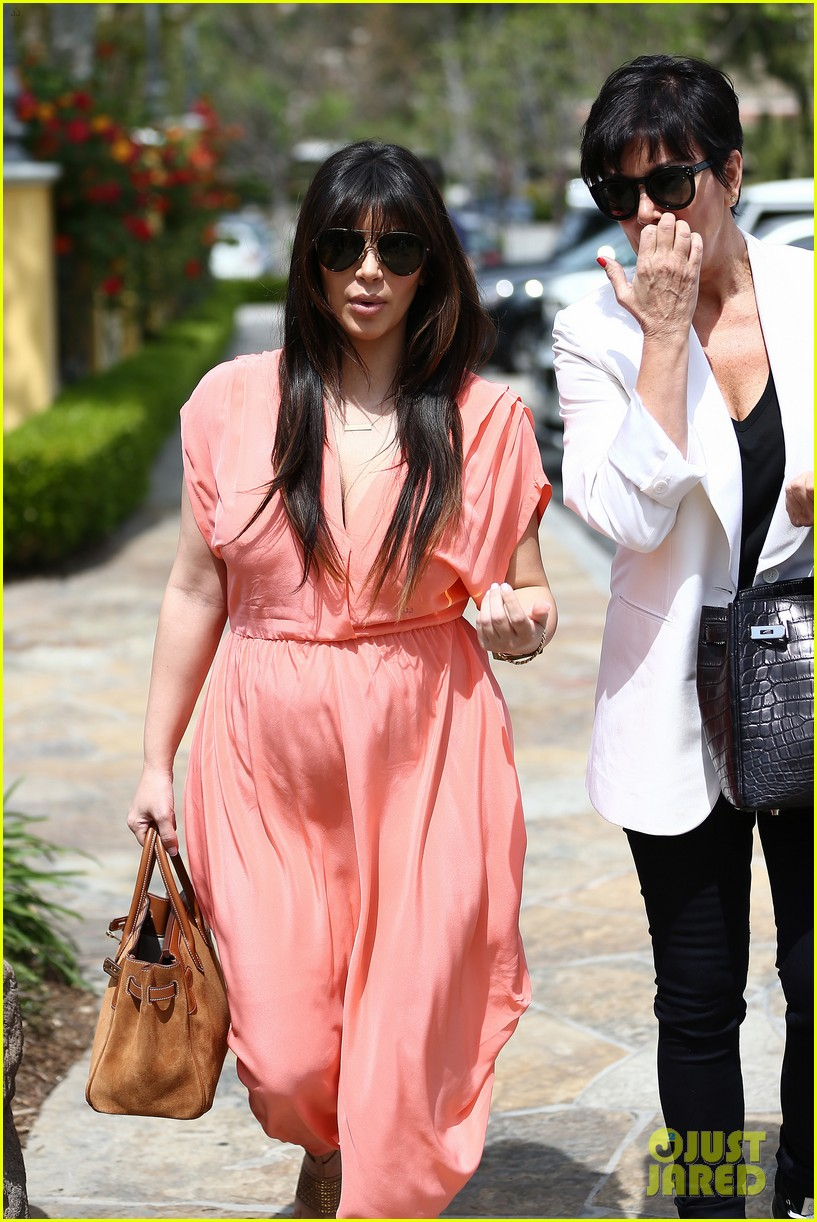 pregnant kim kardashian sunday family church service 37
