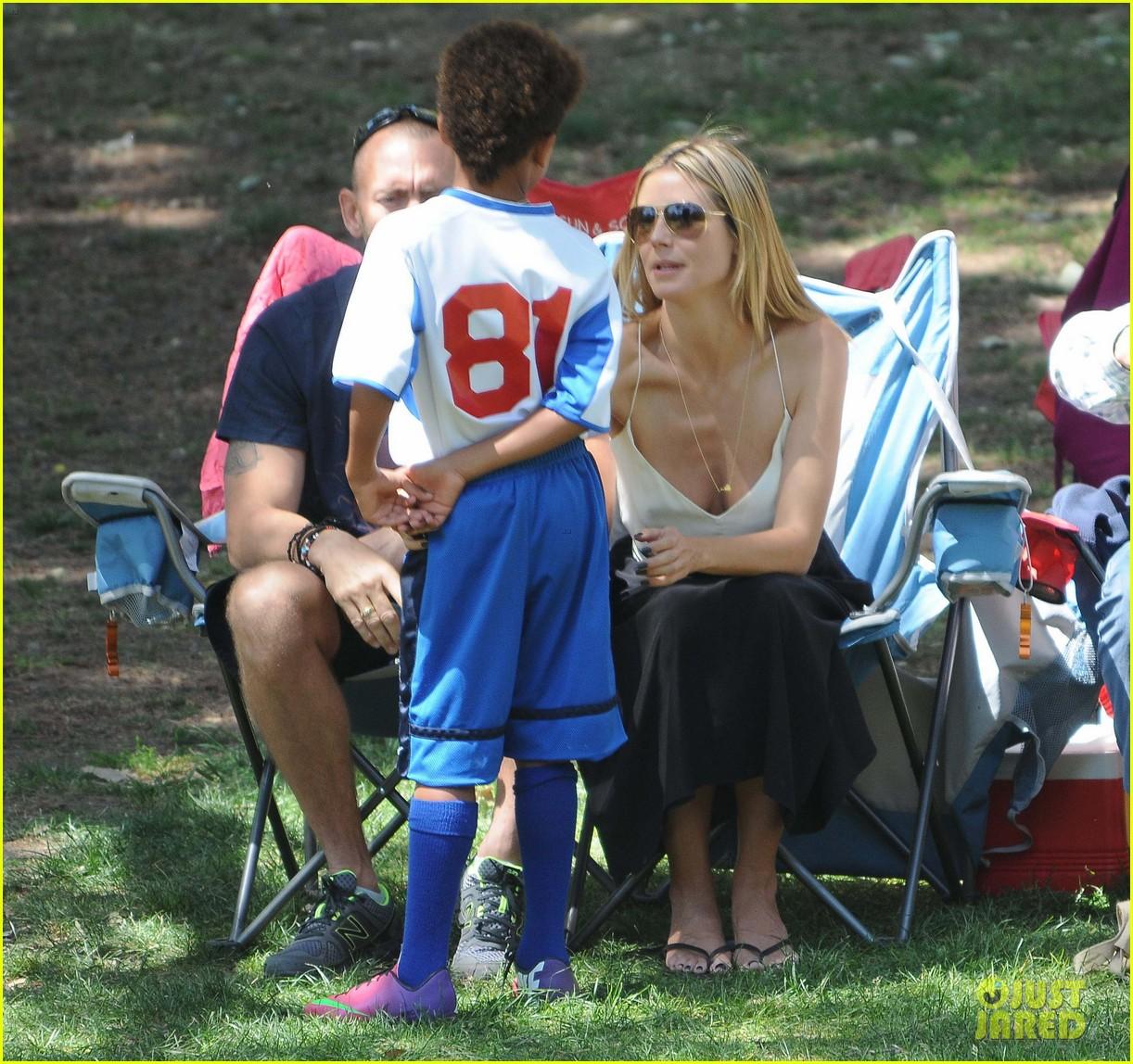 heidi klum martin kirsten soccer game sidelines 312855008