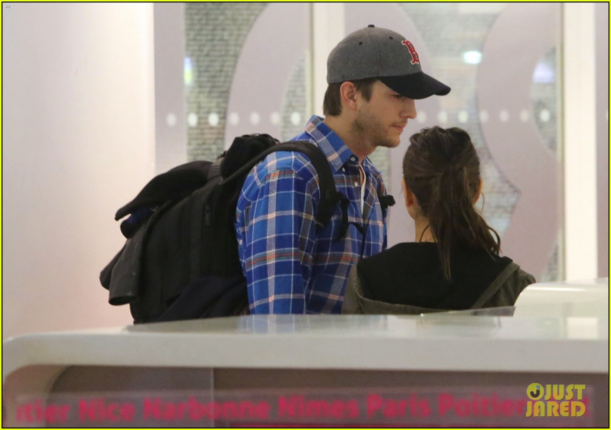 ashton kutcher wears boston hat after terrorist attacks 02