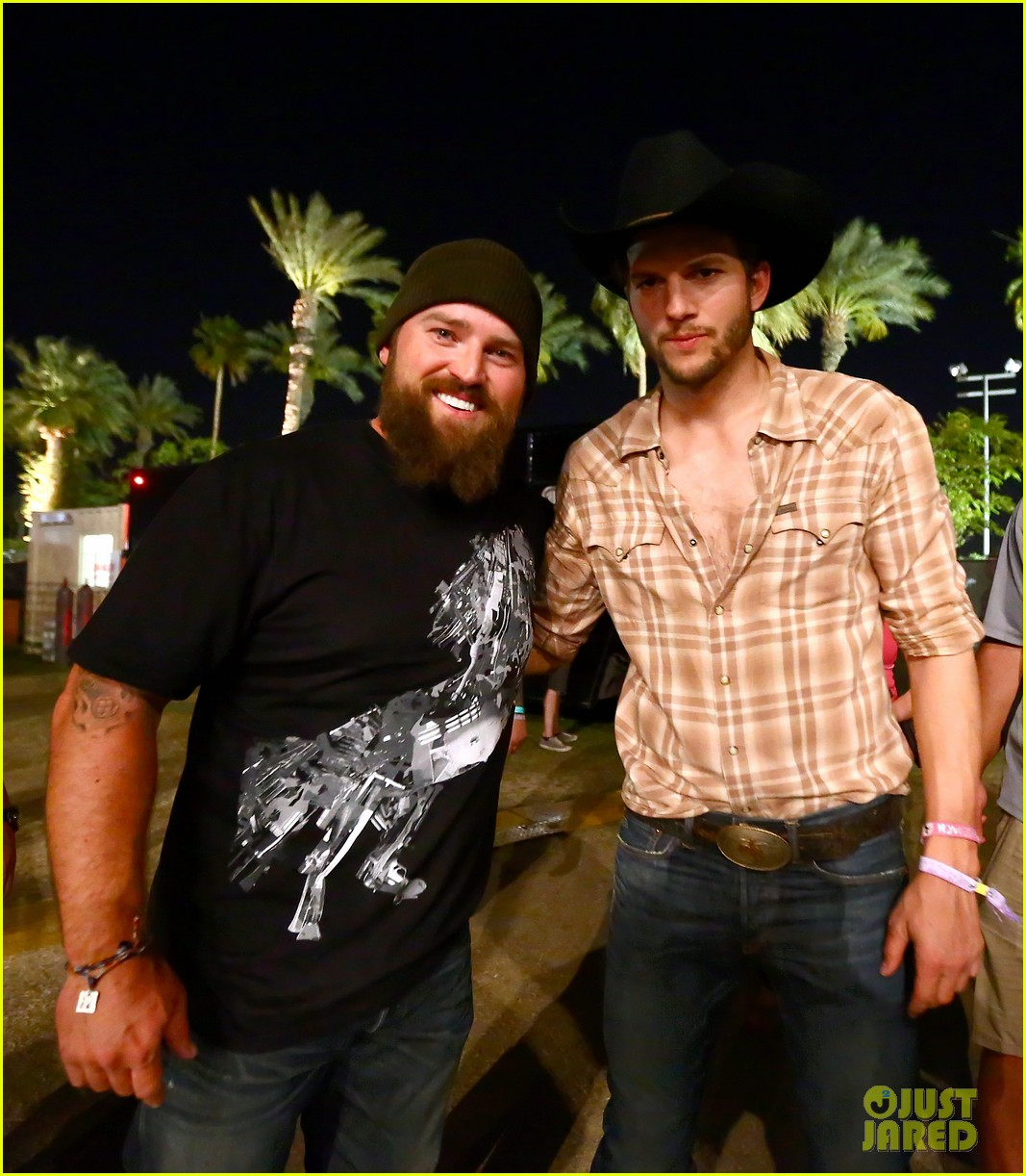 ashton kutcher returns to stagecoach festival after fight 22