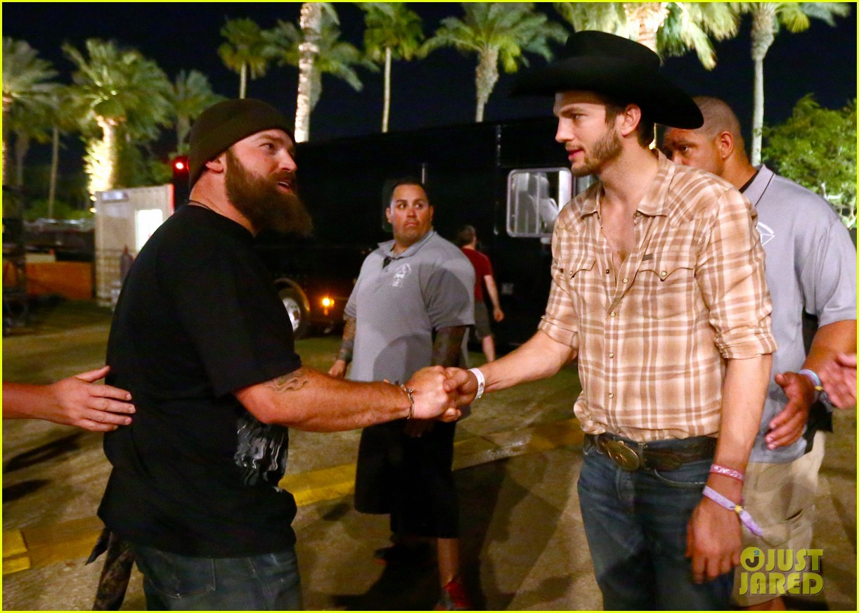 ashton kutcher returns to stagecoach festival after fight 23