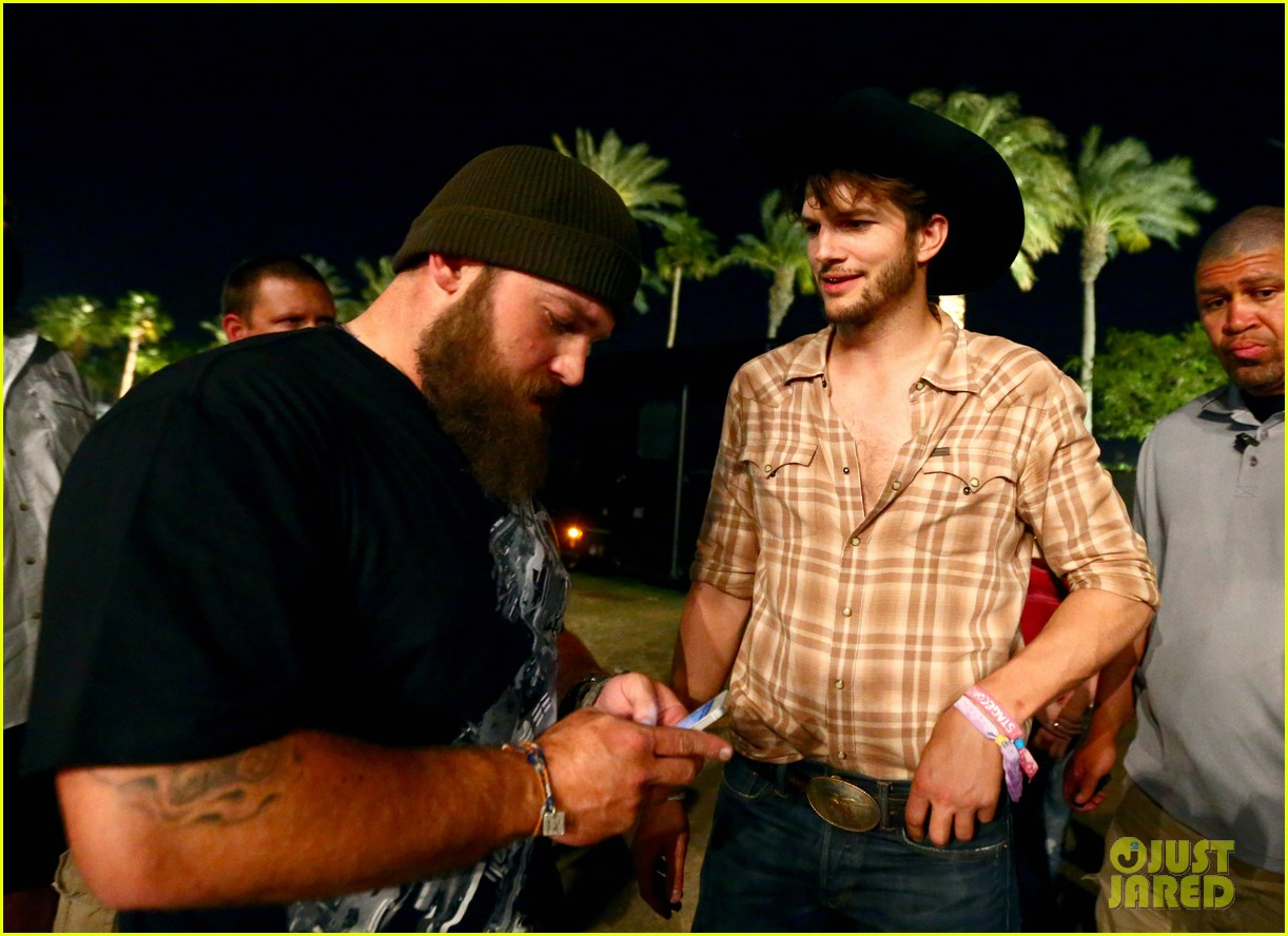 ashton kutcher returns to stagecoach festival after fight 292860478