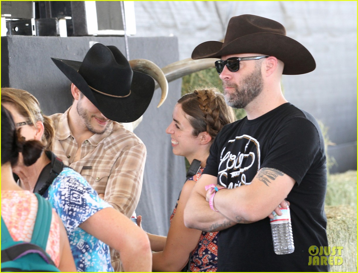 ashton kutcher returns to stagecoach festival after fight 302860479
