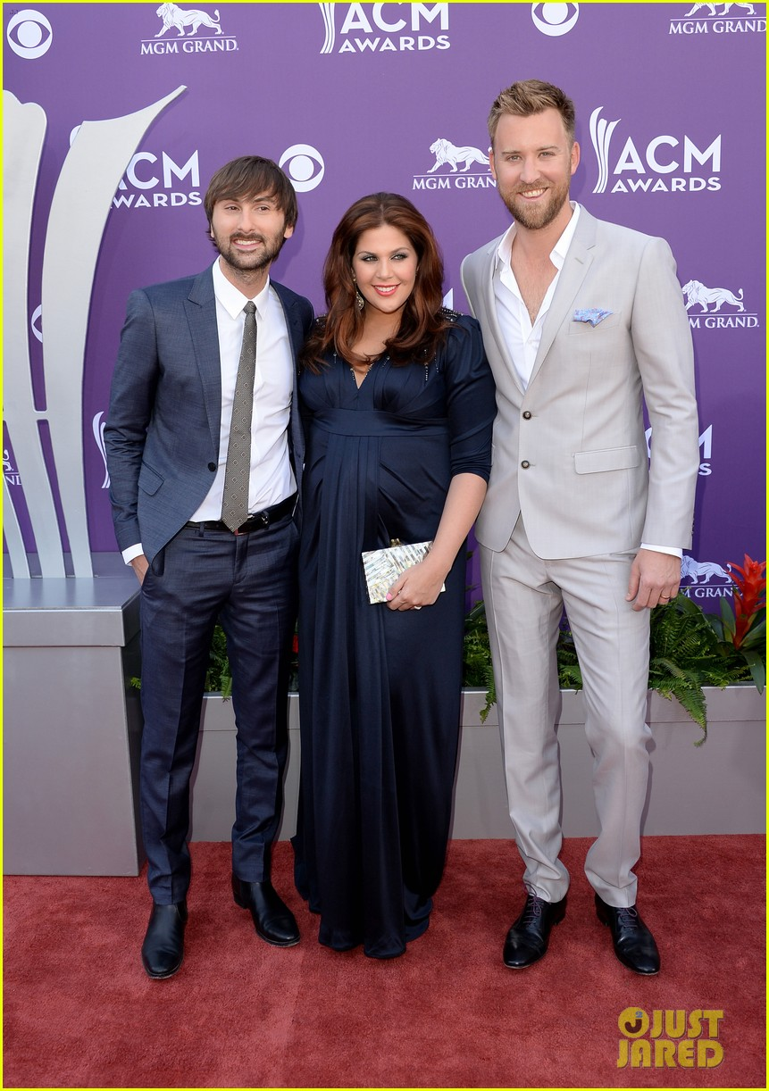 Lady antebellum acm awards 2013 red carpet photo for Is hillary from lady antebellum pregnant