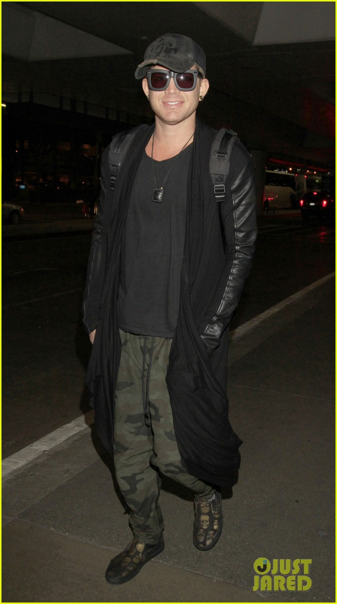 adam lambert lax arrival after miami beach gay pride 03