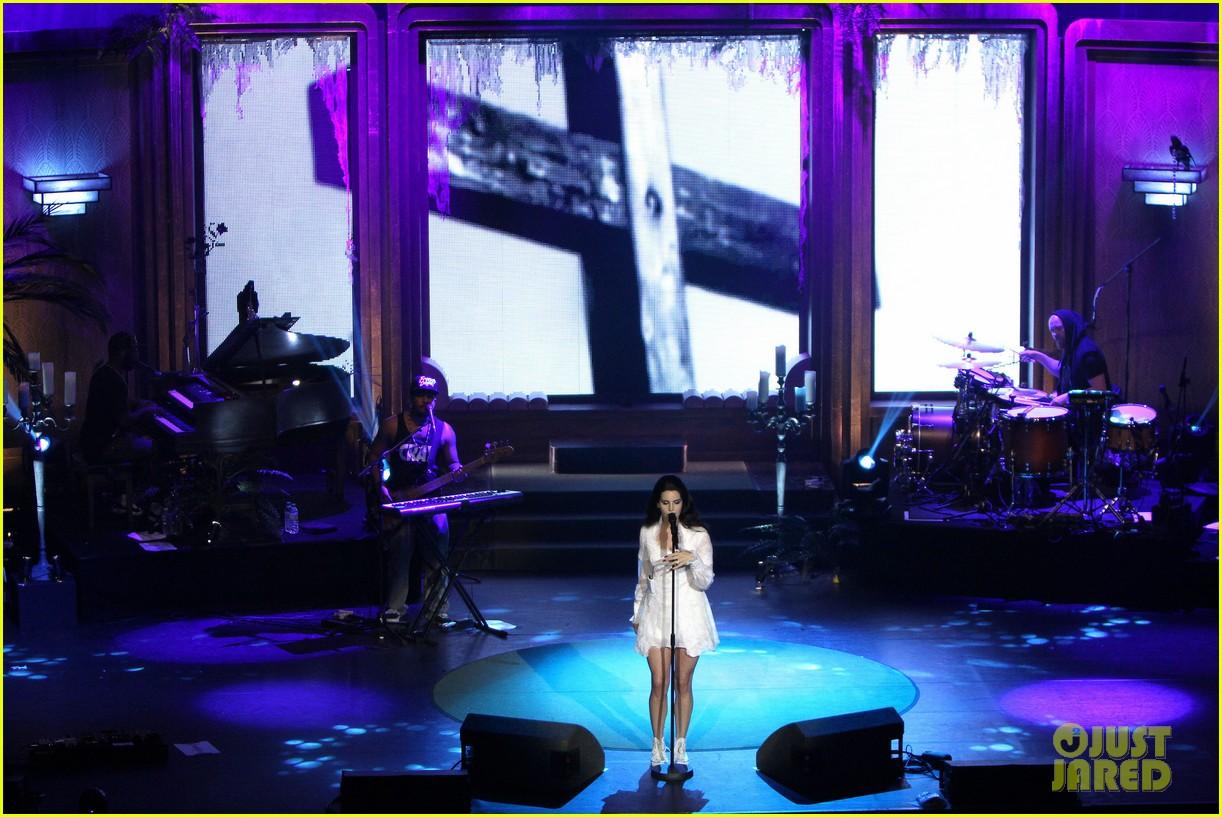lana del rey paris concert stop 112859914