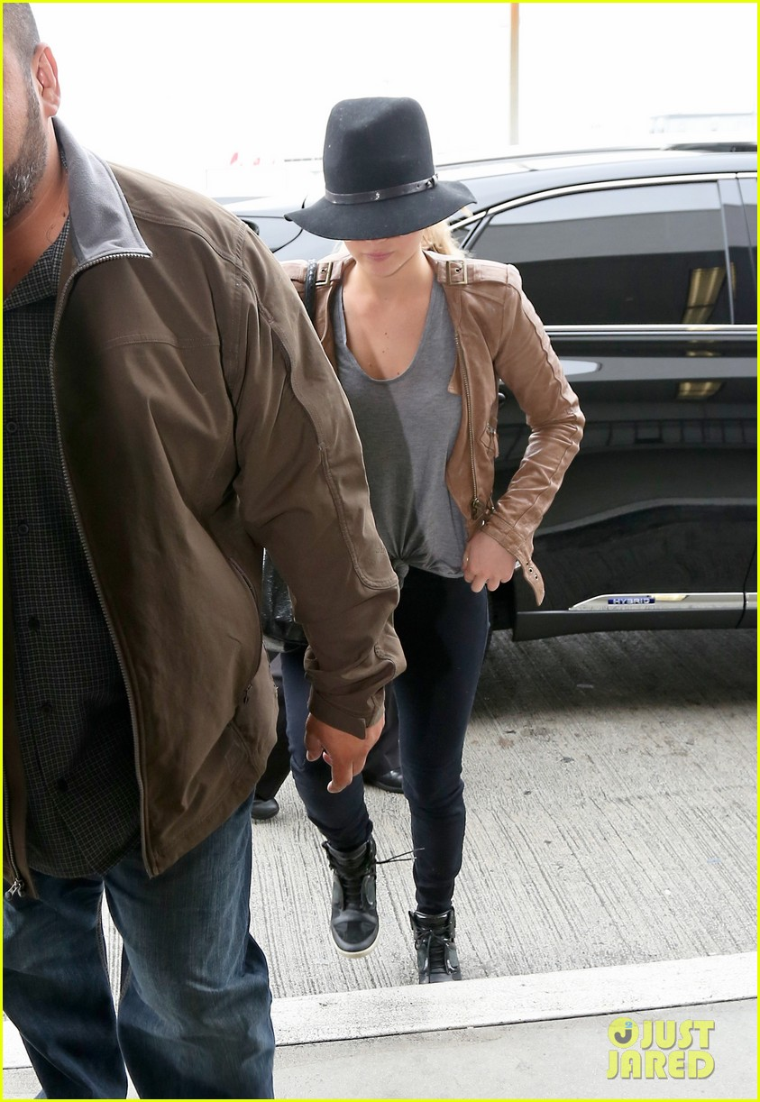 jennifer lawrence low key at lax after nicholas hoult dinner 012861360
