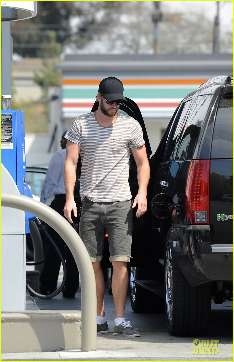 liam chris hemsworth filling up on gas groceries 012844381