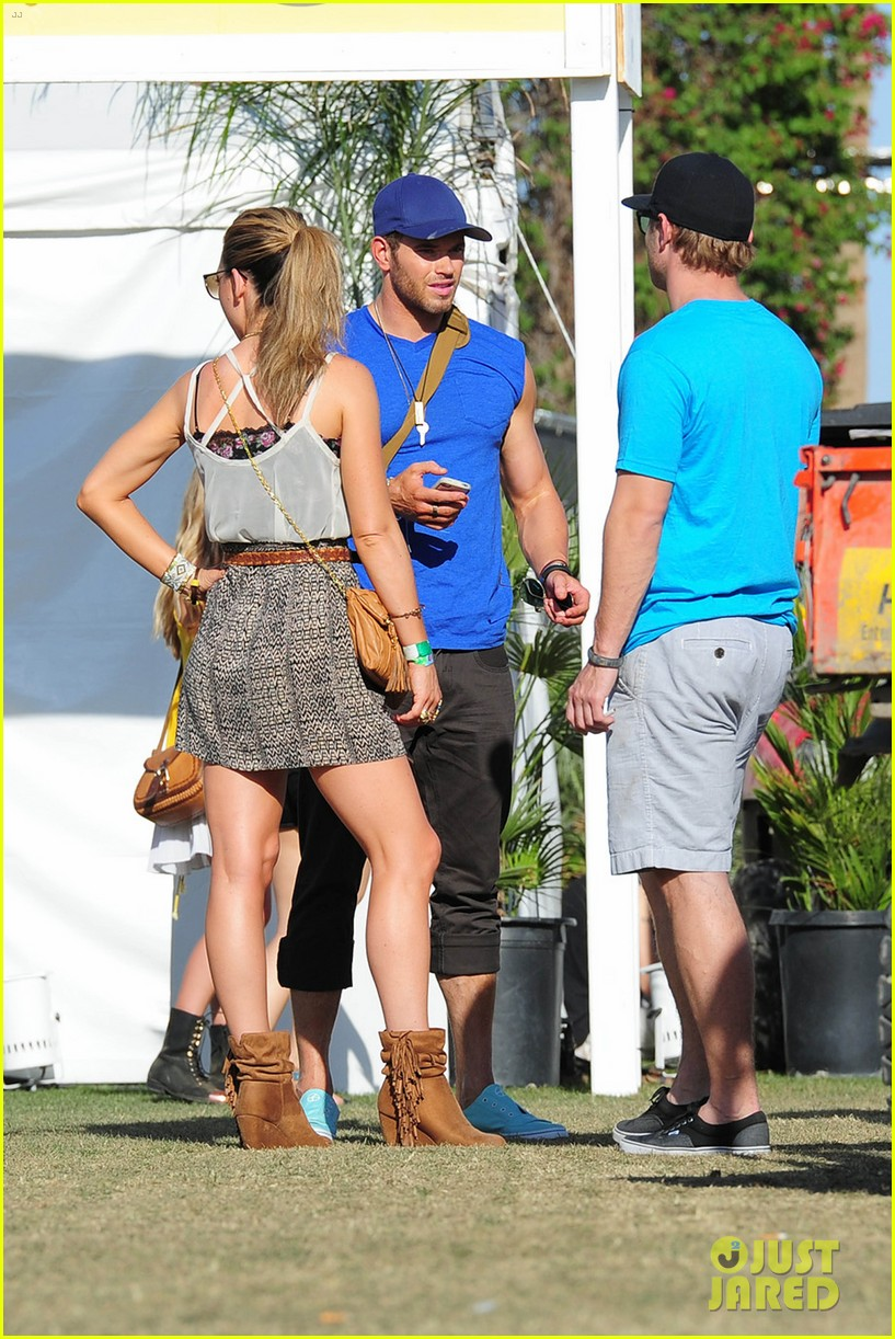 kellan lutz shirtless clothes change at coachella 162849341