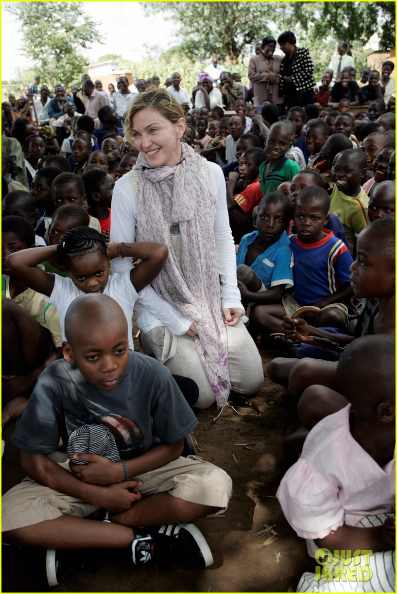 madonna malawai school visit with the kids 052843073