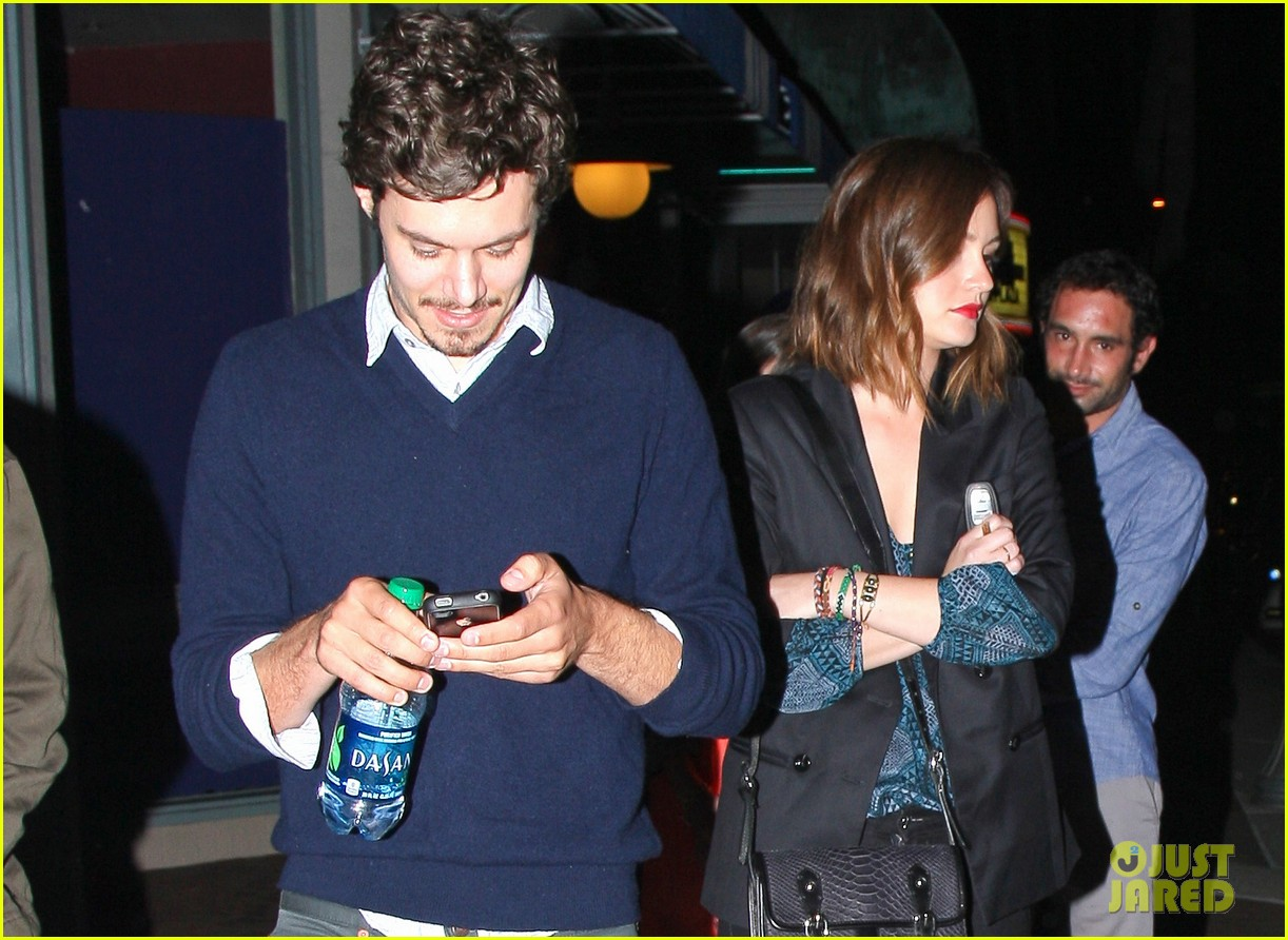 leighton meester adam brody arclight movie date with pals 02