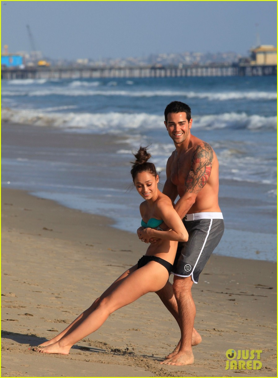 jesse metcalfe shirtless six pack beach stud 182860640