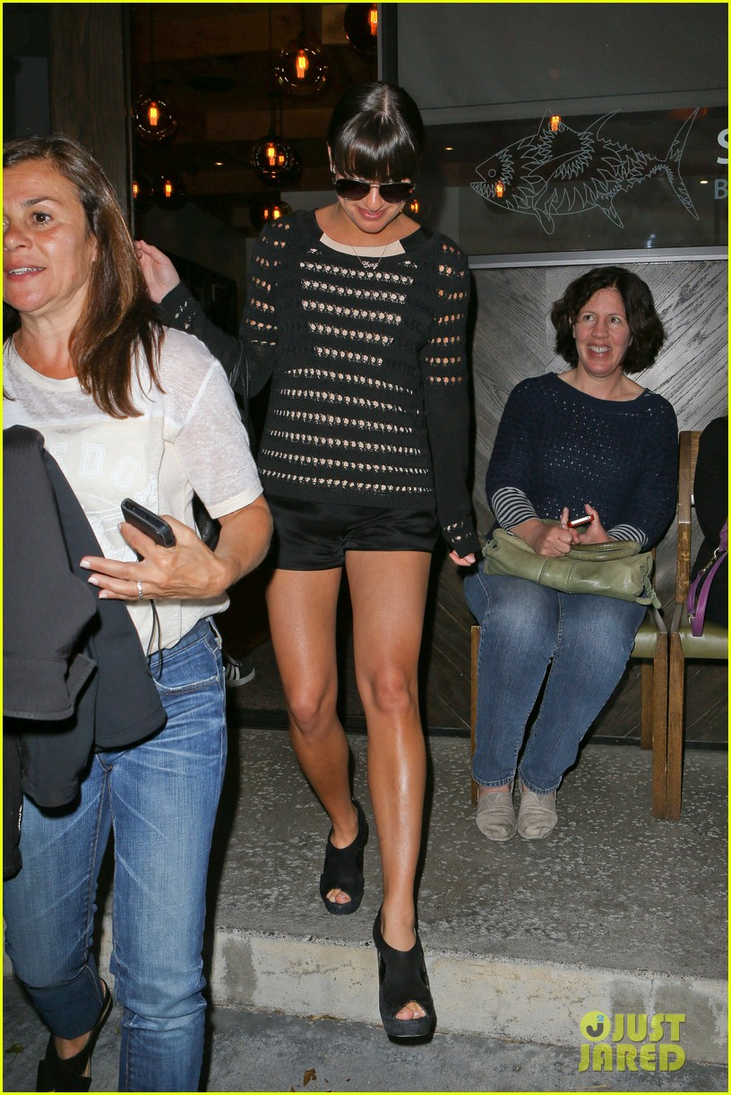 lea michele dinner with parents after jonathan groff hike 07