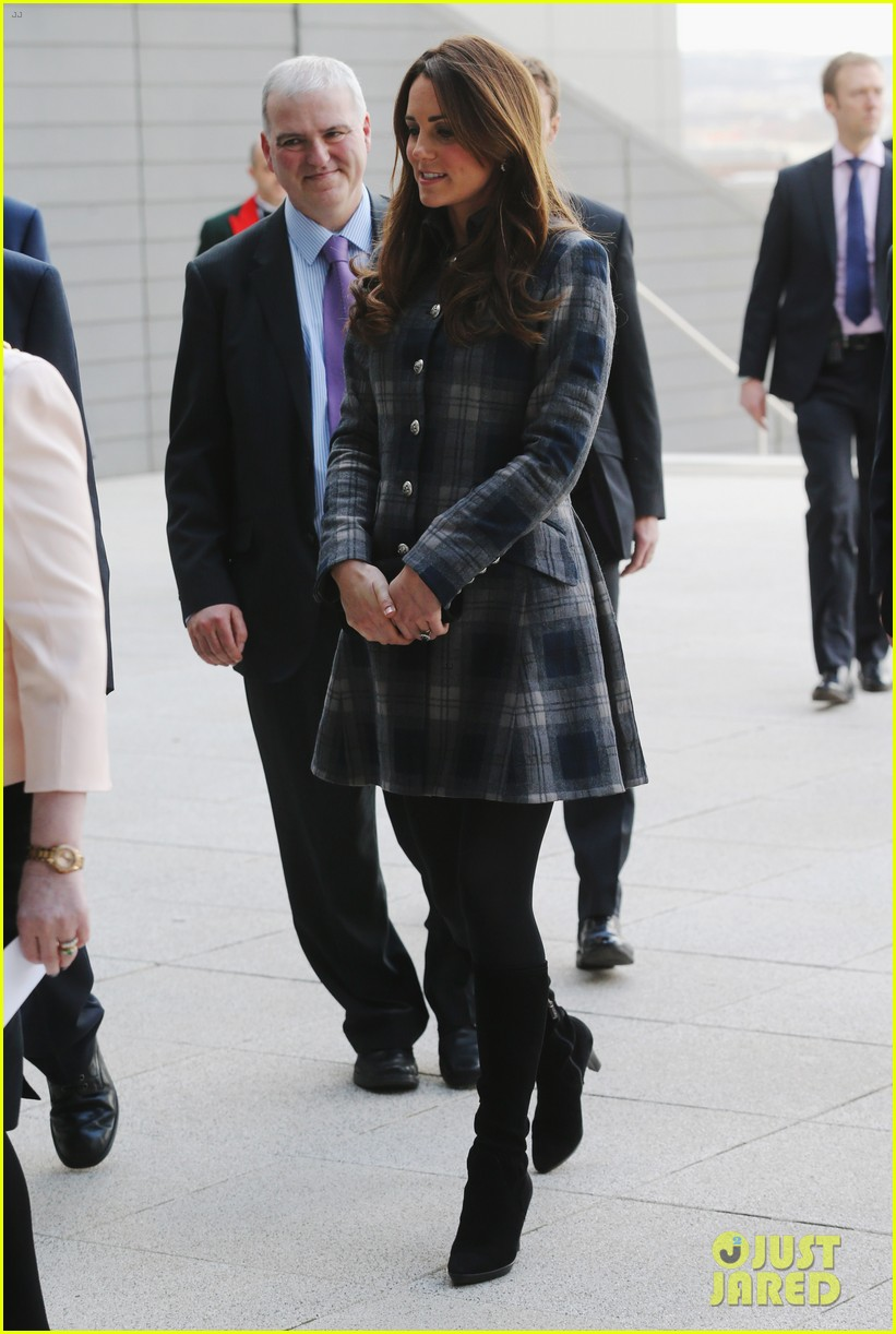 kate middleton pregnant emirates arena visit with prince william 012843104