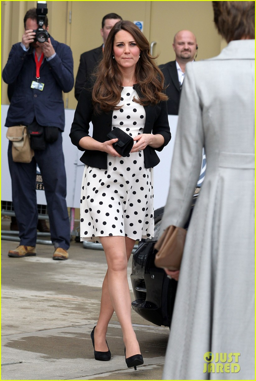 kate middleton pregnant warner bros studios visit with prince william 032858514