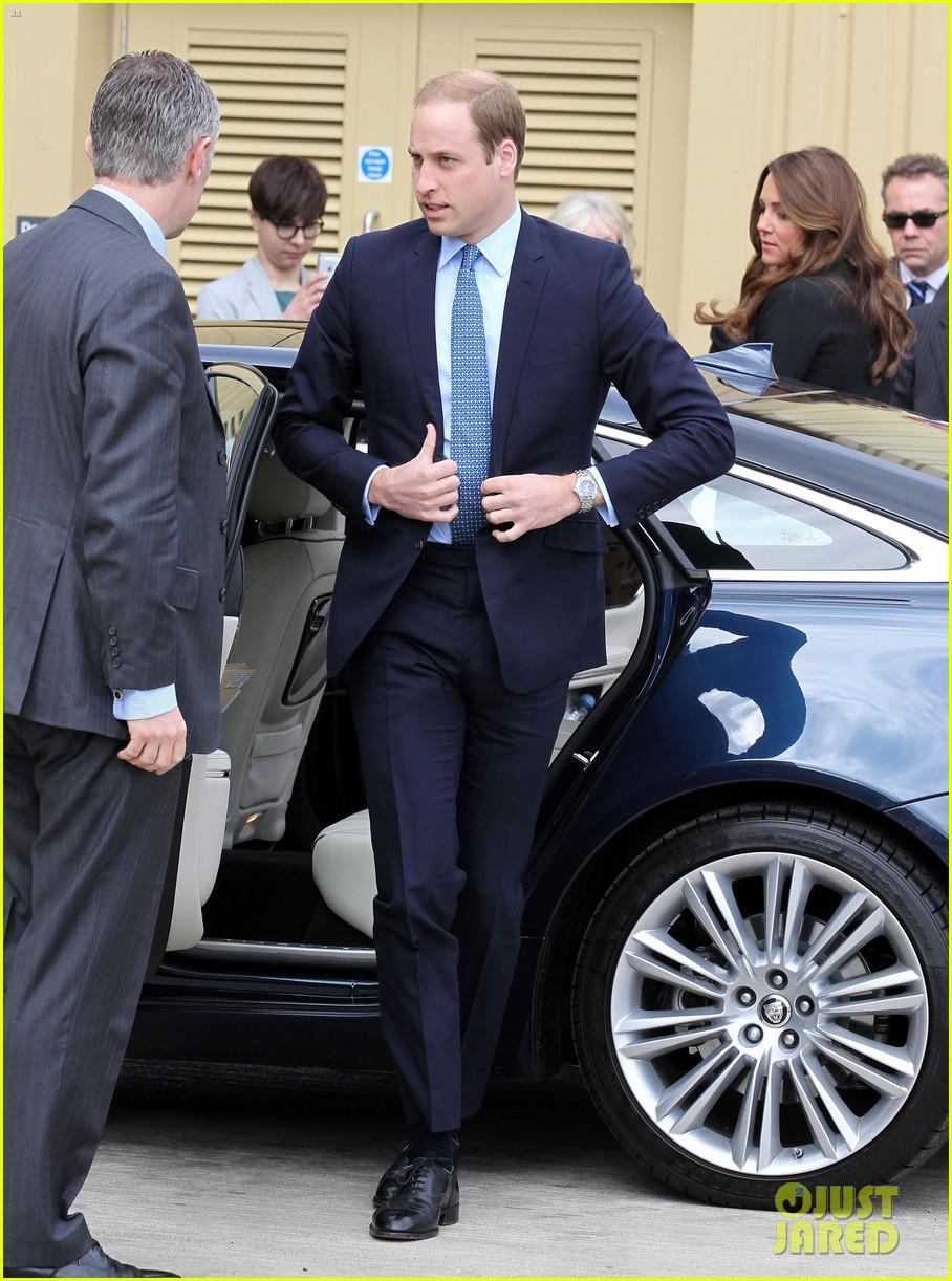 kate middleton pregnant warner bros studios visit with prince william 11