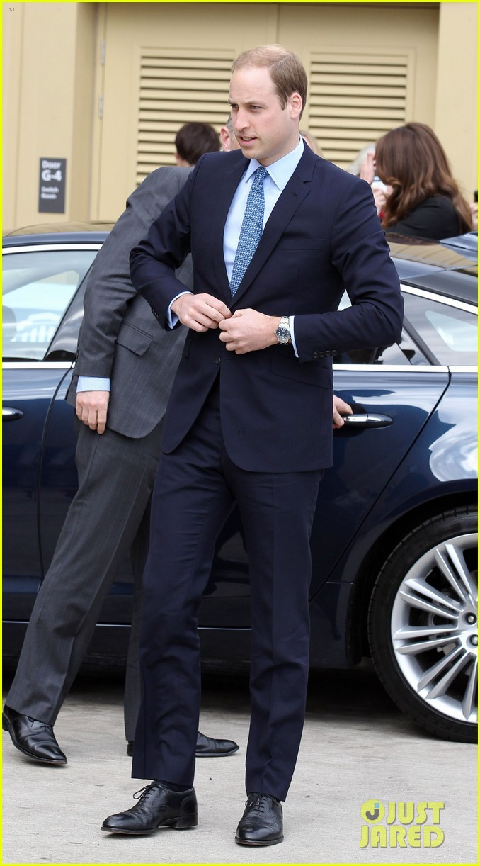 kate middleton pregnant warner bros studios visit with prince william 122858523