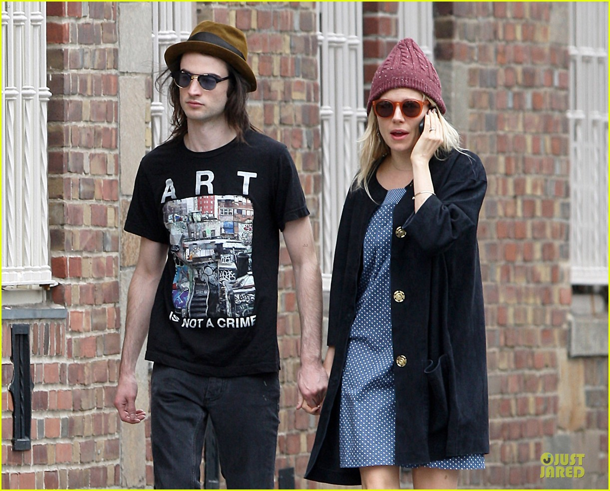 sienna miller tom sturridge burberry campaign couple 332854105