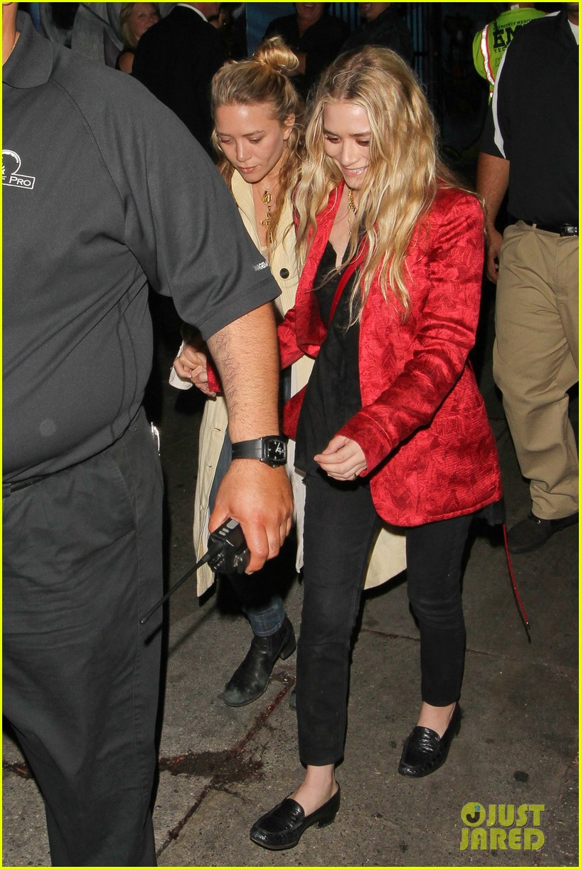 mary kate ashley olsen rolling stones concert 01
