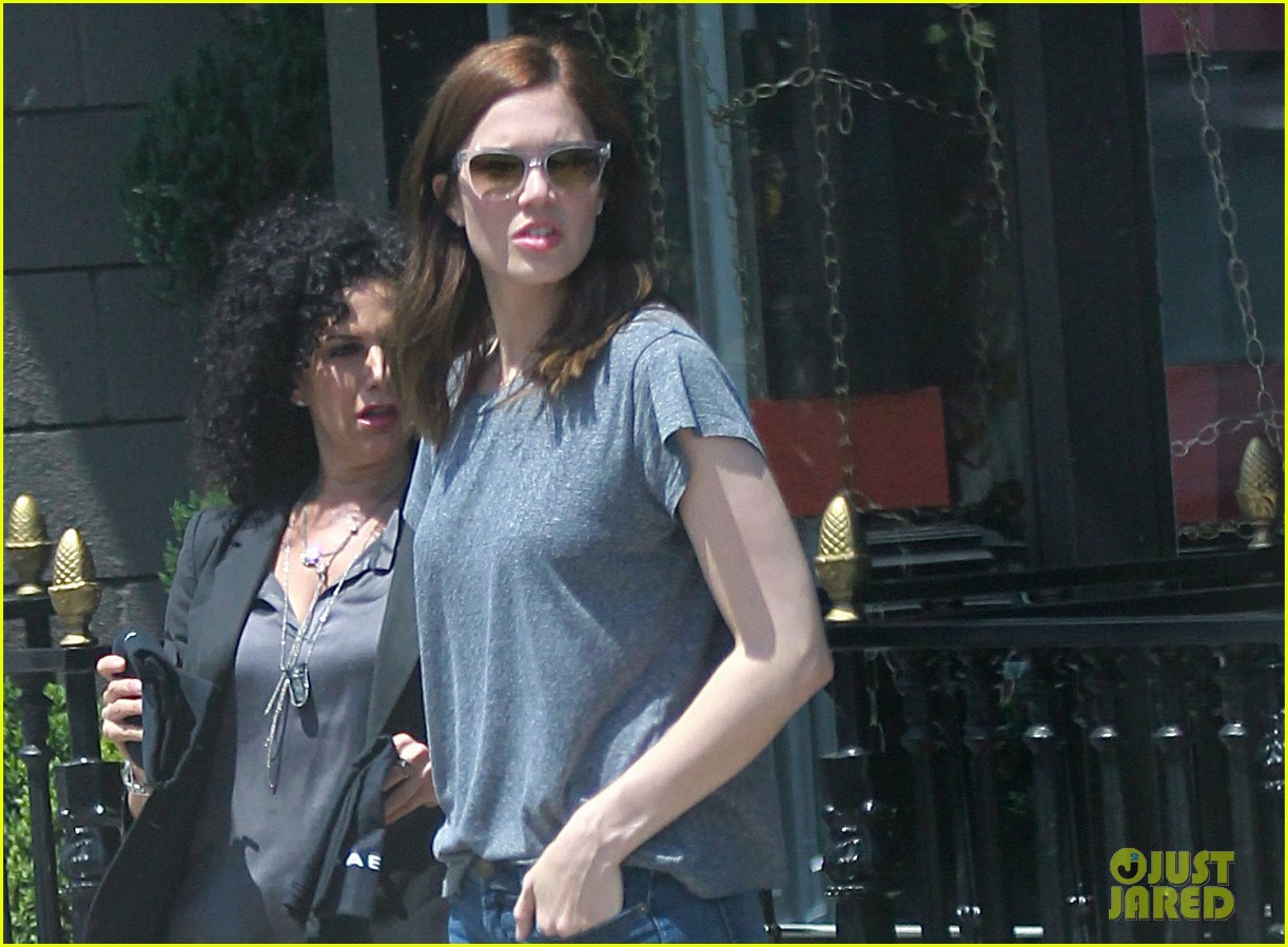 mandy moore sunny shopping day in hollywood 01