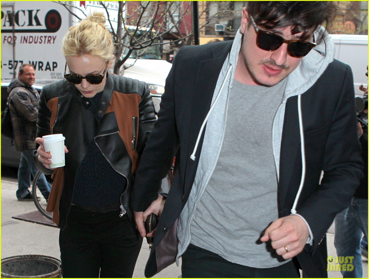 carey mulligan marcus mumford holding hands in the east village 102856681