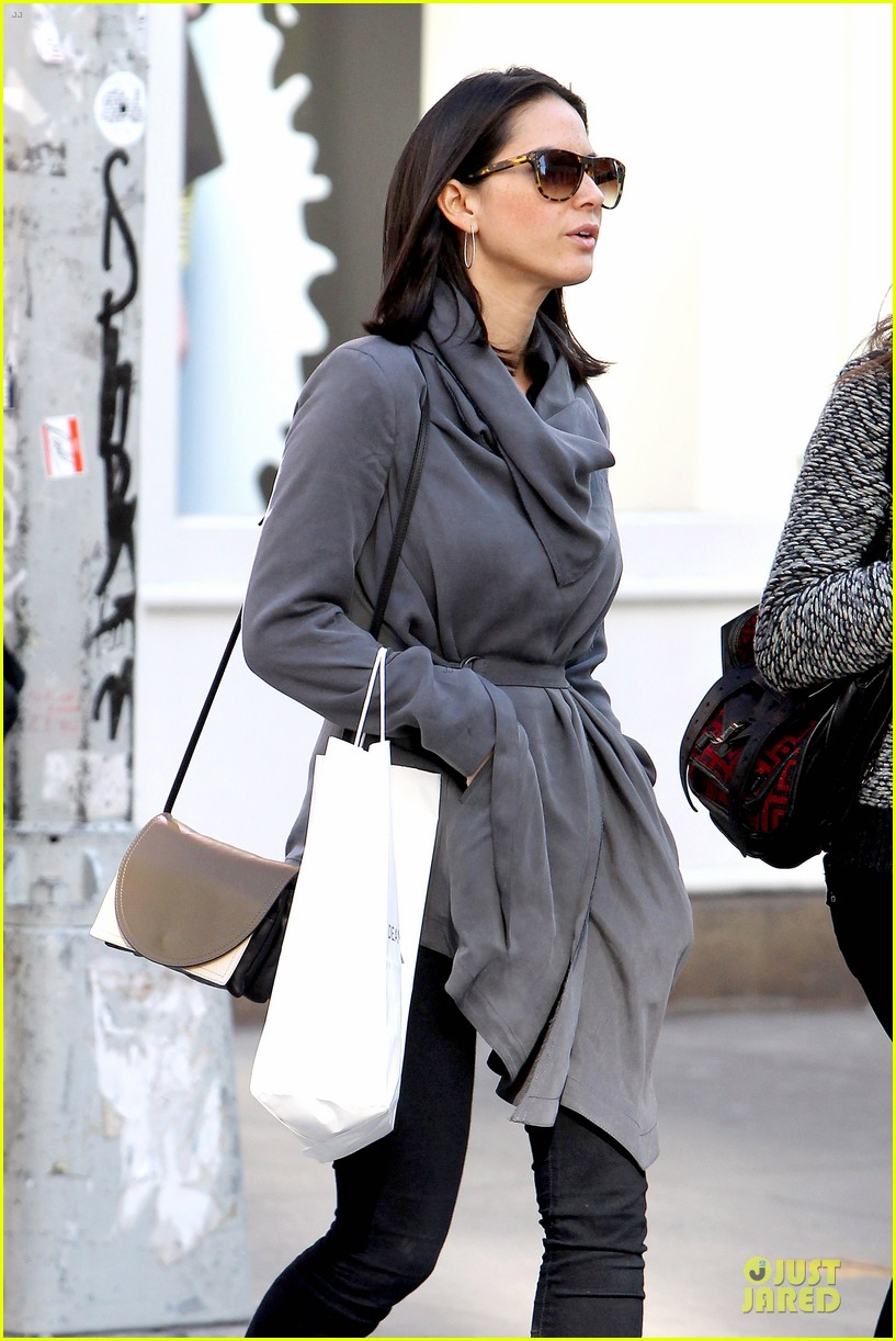 olivia munn joel kinnaman dad is a great cook 032859164