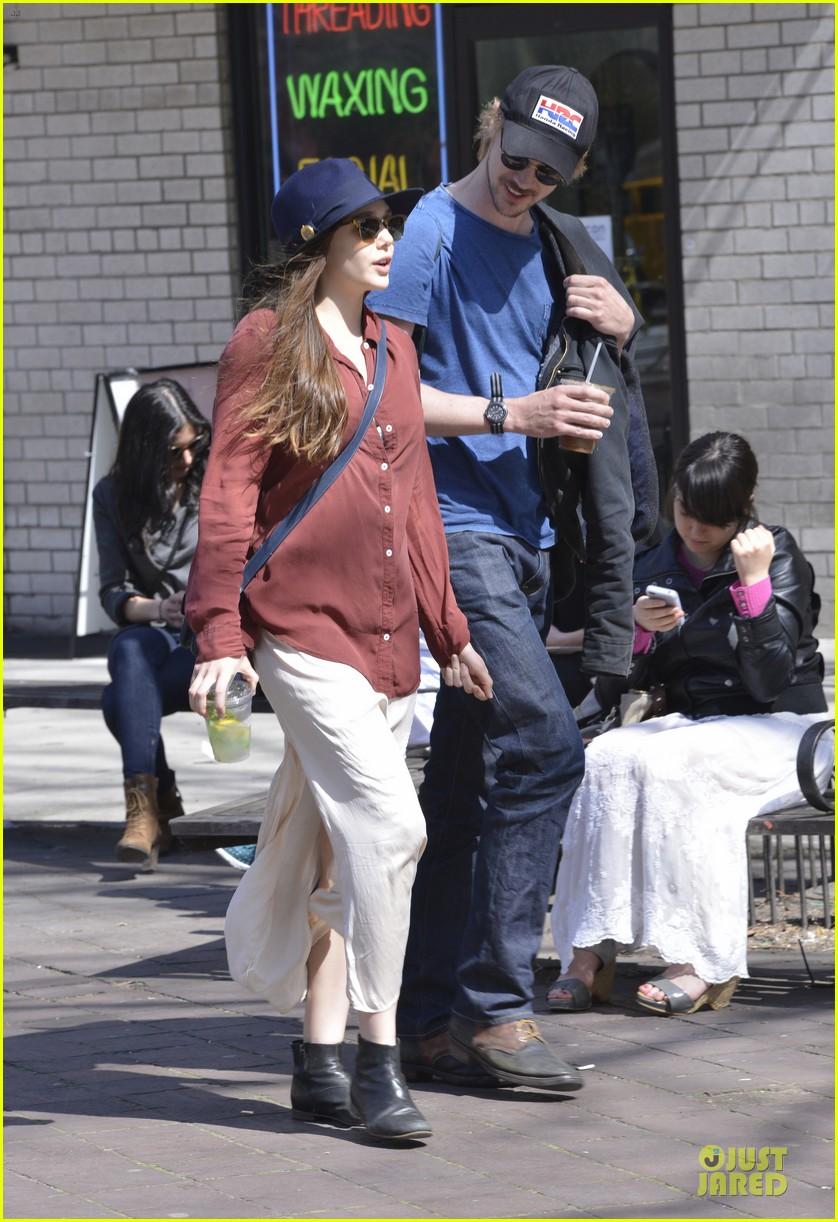 elizabeth olsen boyd holbrook soho strolling couple 042845867