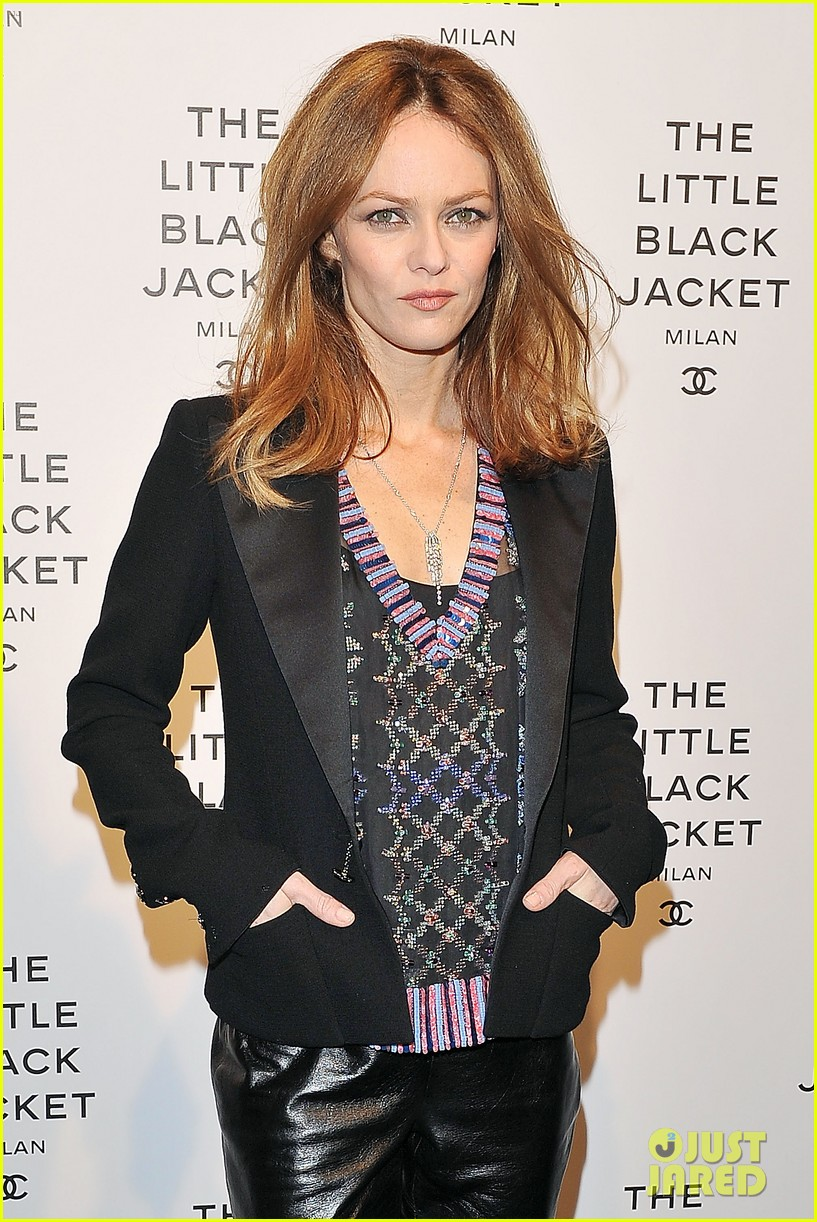 elizabeth olsen chanel little black jacket event 102843471