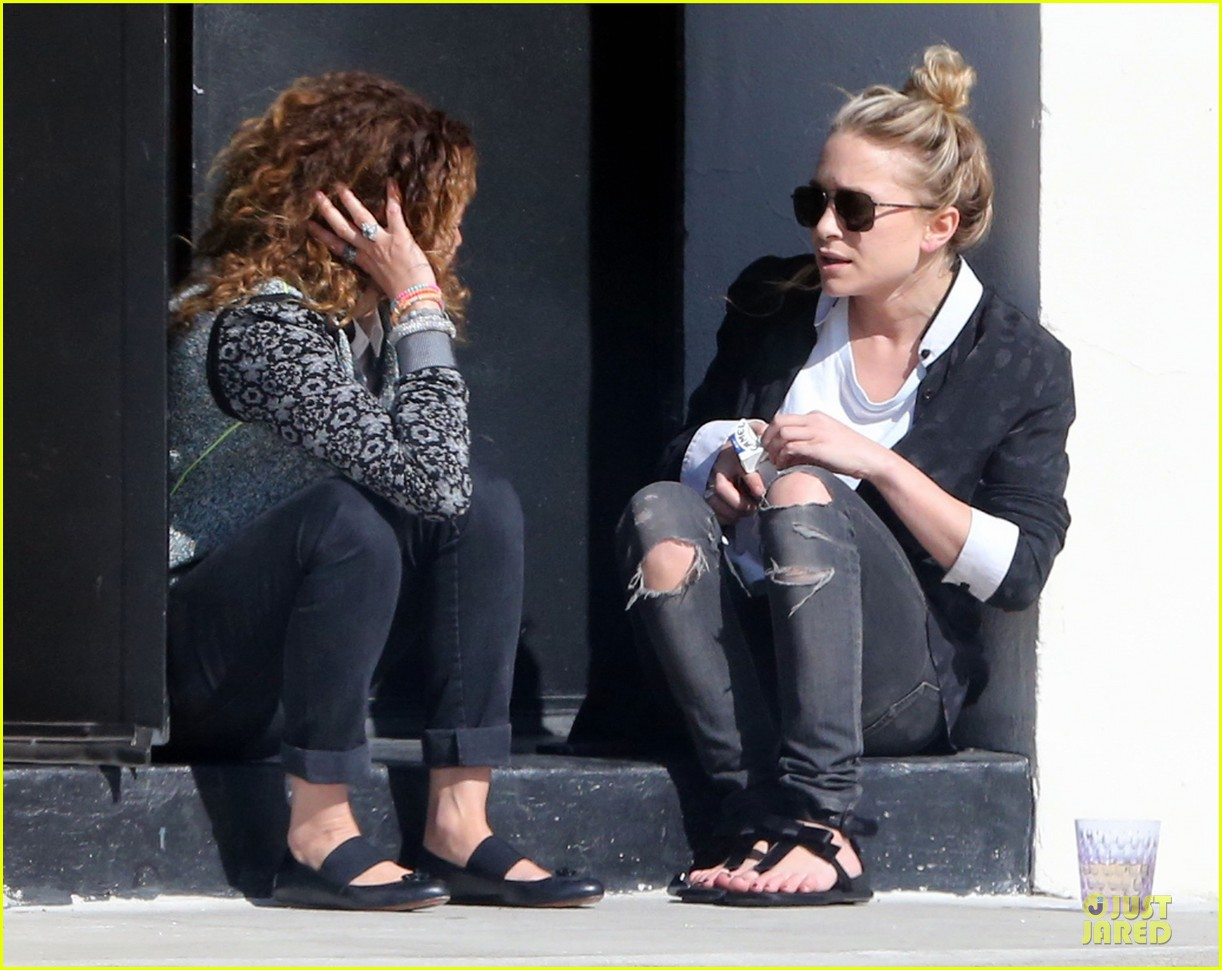 mary kate and ashley olsen chateau marmont hotel exit 02