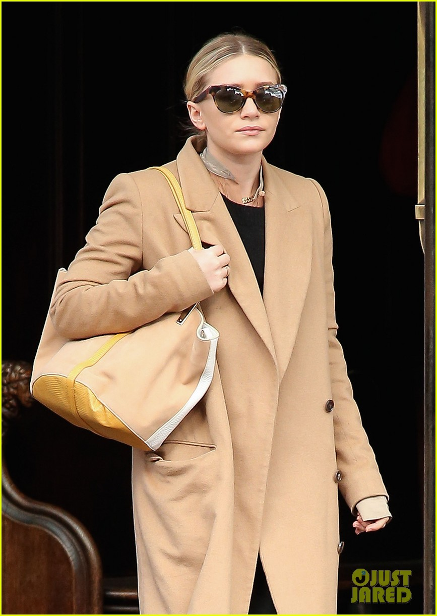 elizabeth ashley olsen separate big apple outings 072851647