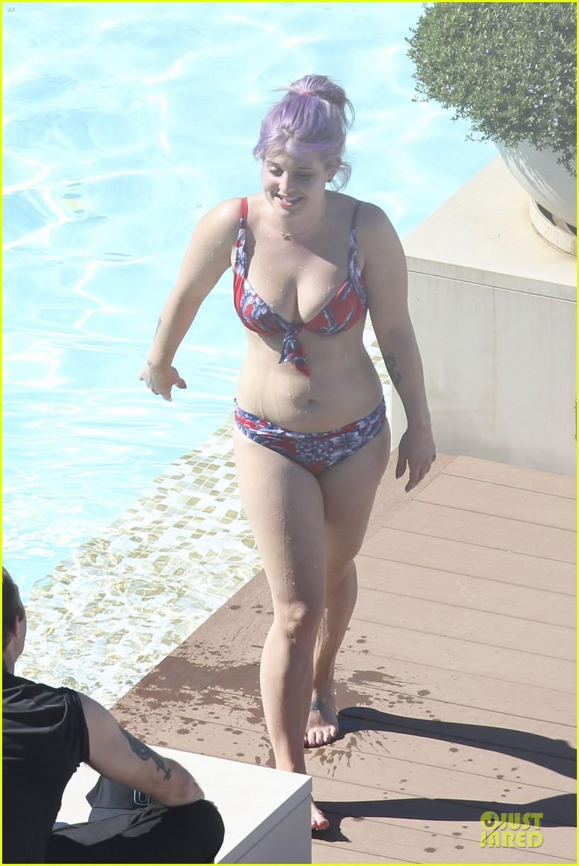 kelly osbourne sydney bikini babe 14
