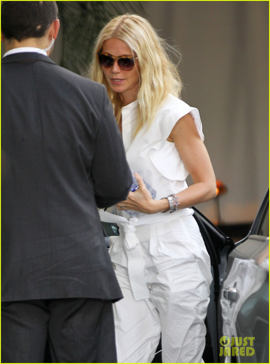 gwyneth paltrow chateau=visit before book signing 042842837