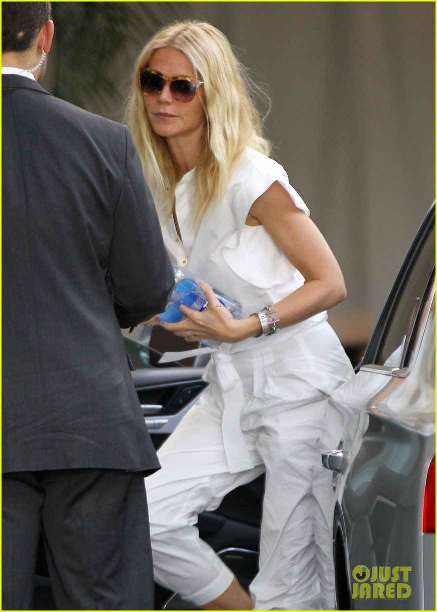 gwyneth paltrow chateau=visit before book signing 102842843