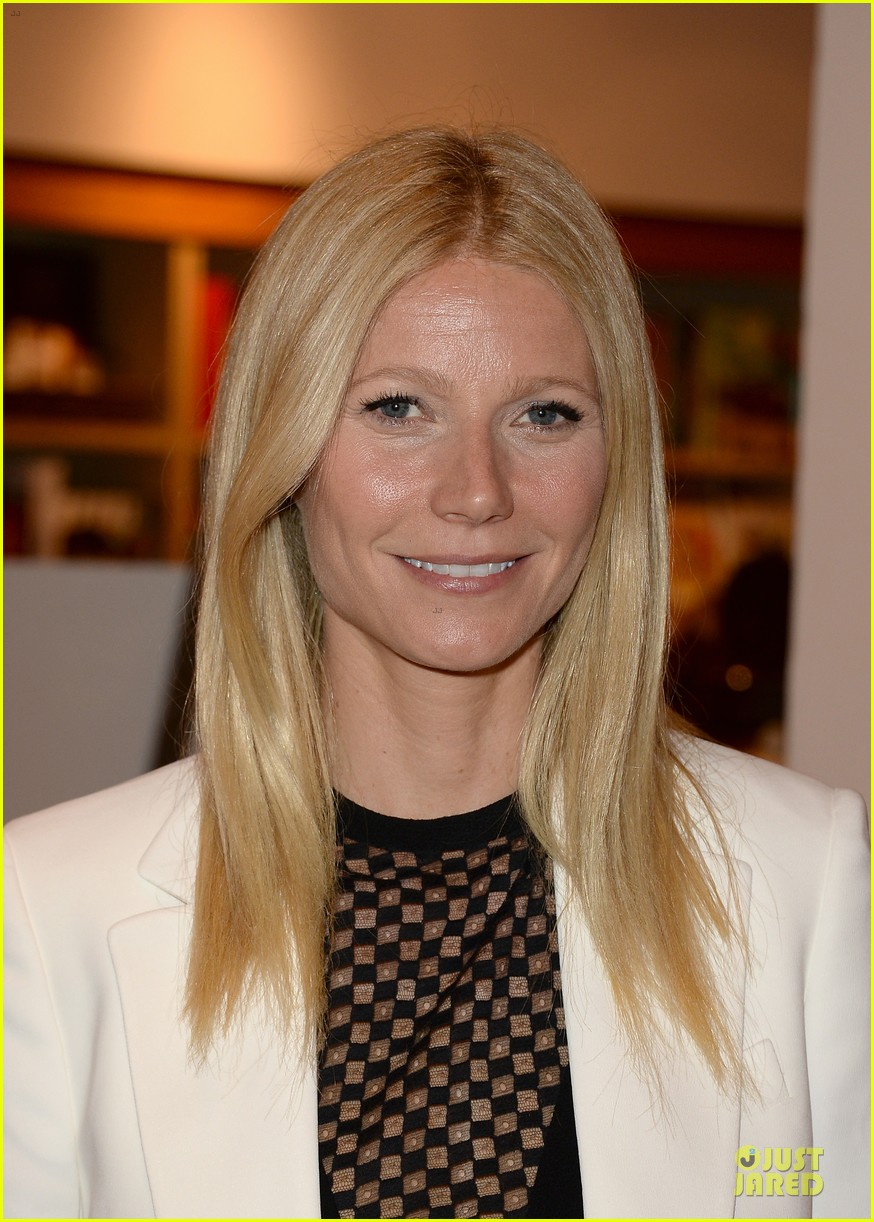 gwyneth paltrow my family came to book signing for the grove 022844095