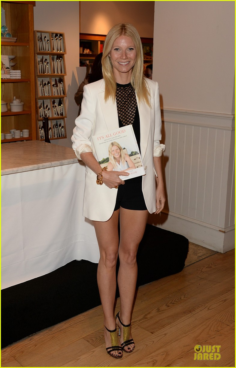 gwyneth paltrow my family came to book signing for the grove 032844096