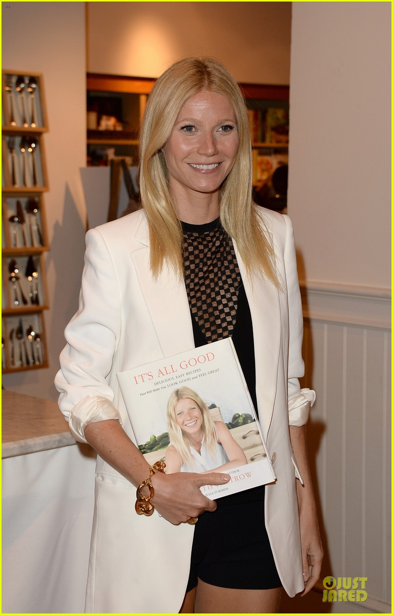 gwyneth paltrow my family came to book signing for the grove 042844097
