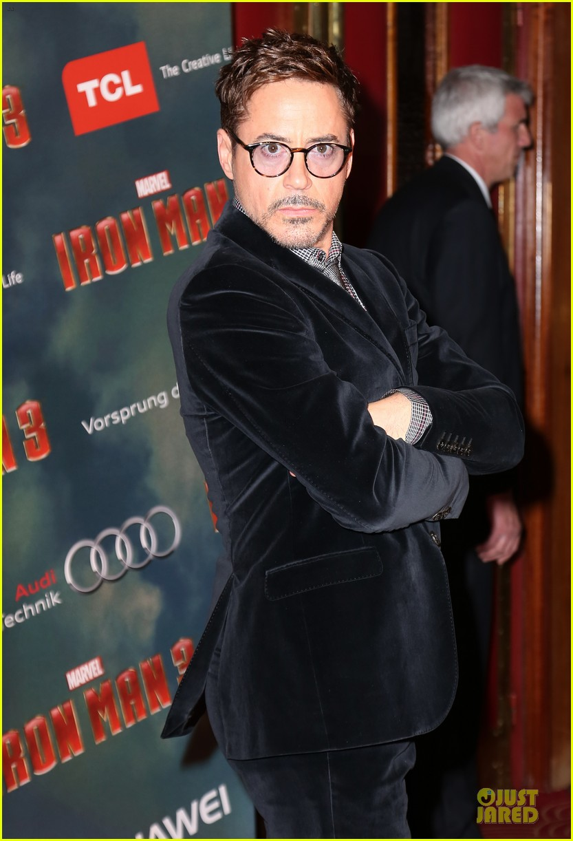 gwyneth paltrow robert downey jr iron man 3 paris premiere 04
