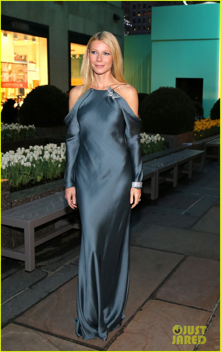 gwyneth paltrow sarah jessica parker tiffany blue book gala 12
