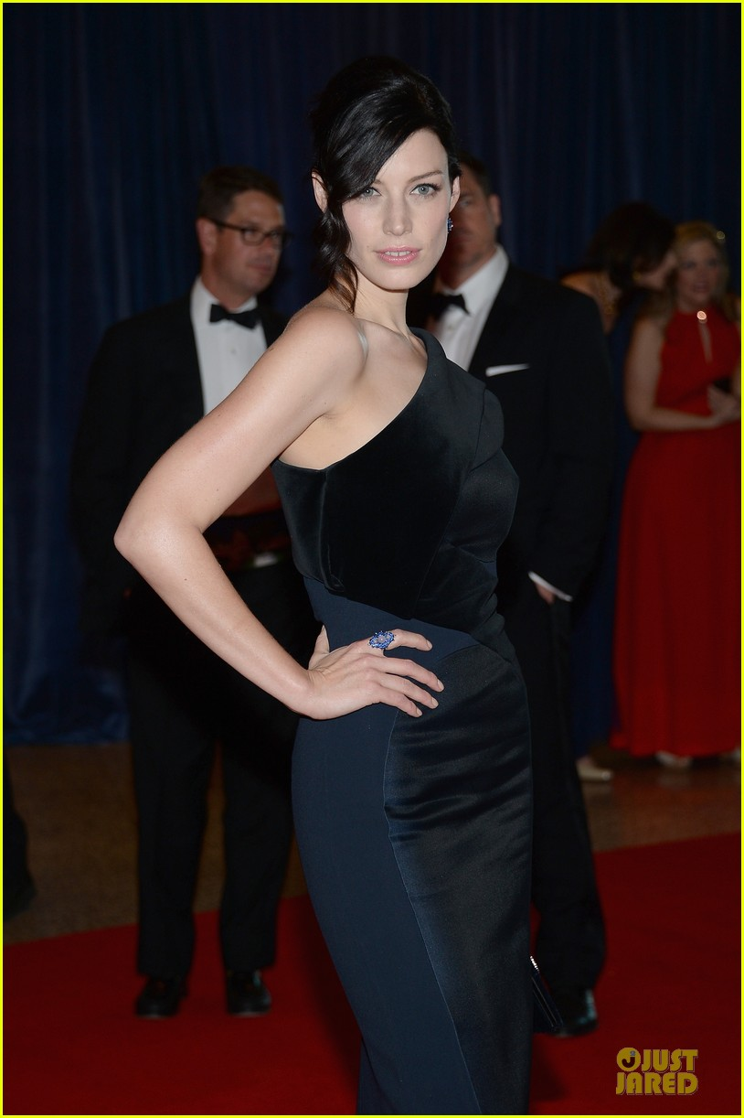 jessica pare white house correspondents dinner 2013 red carpet 02