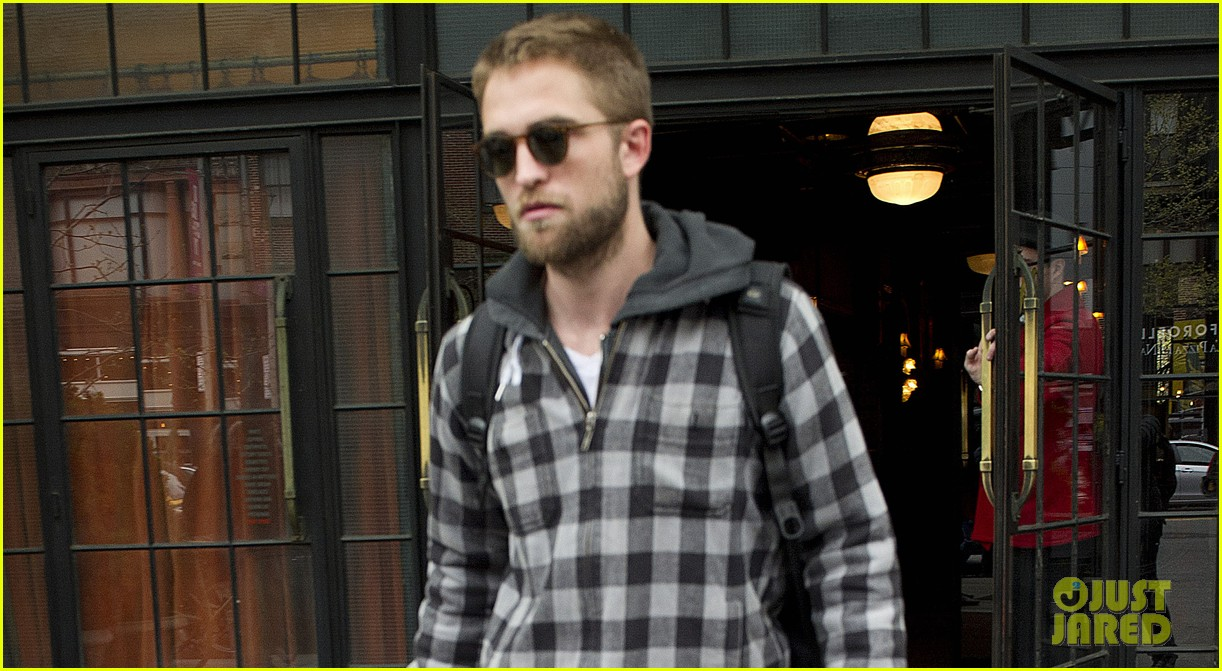 robert pattinson hotel check out 02