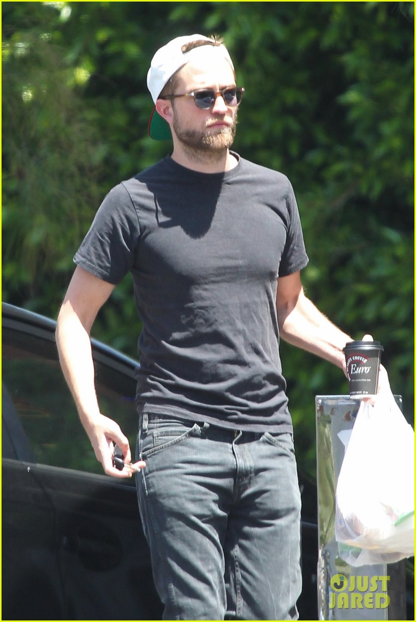 robert pattinson had good time filming rover says co star 02