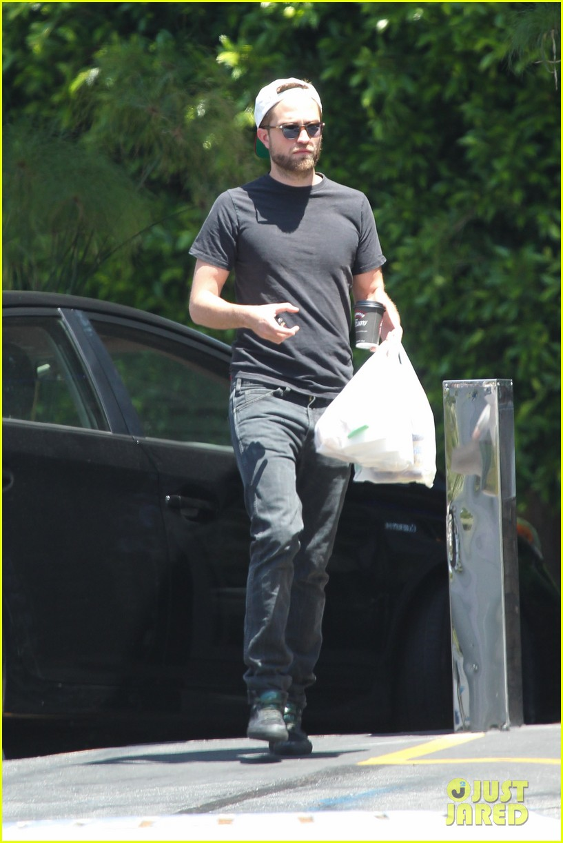 robert pattinson had good time filming rover says co star 31