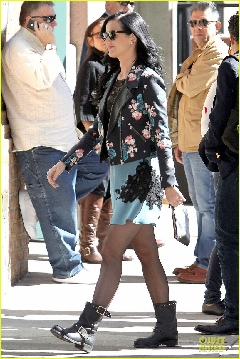 katy perry new york stroll with mystery man 052861379