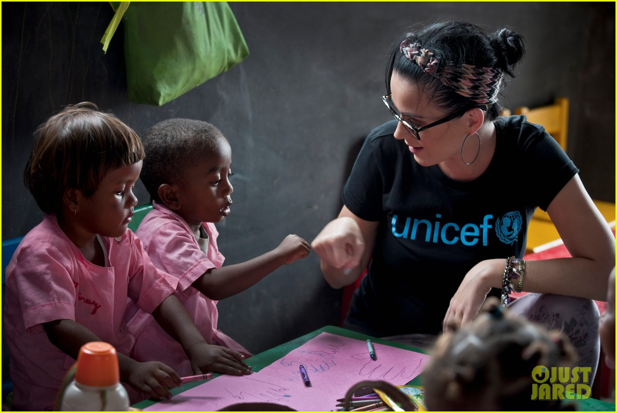 katy perry madagascar visit for unicef 02
